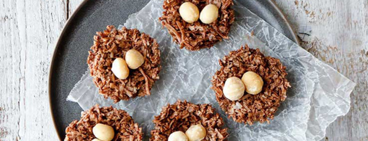 From classic recipes to edible cookie dough, these mouthwatering recipes for keto cookies are here to satisfy your sugar cravings.