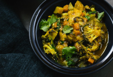 Vegetarian curry in black bowl